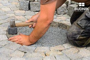 Budnik - Układanie kostki brukowej