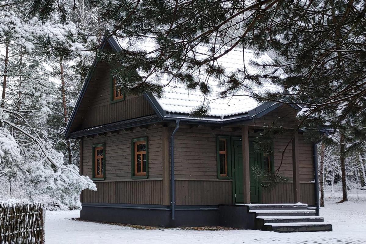 Dzrzewny Kocur - Domek w lesie - Załuki
